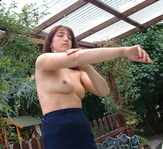жена на даче голышом