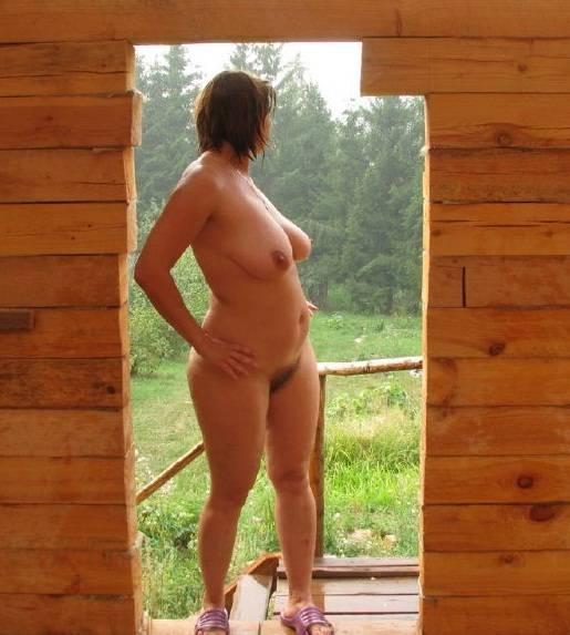 жена без одежды на даче